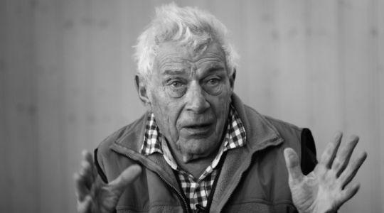 """John Berger, Kadras iš filmo """"Metų laikai Kensi: keturi Johno Bergerio portretai"""""""
